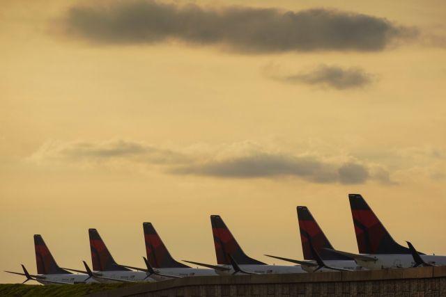 Άδεια τα μεγαλύτερα αεροδρόμια του κόσμου | tanea.gr