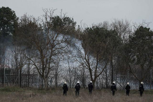 Νέα επίθεση μεταναστών και Τούρκων αστυνομικών στις Καστανιές - Ρίχνουν δακρυγόνα στις ελληνικές δυνάμεις | tanea.gr