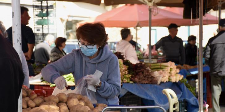 Κοροναϊός: Καταγγελίες για αυξήσεις 30% σε λαχανικά και οπωροκηπευτικά στις λαϊκές | tanea.gr