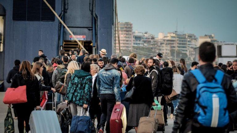 Κοροναϊός : Η βεβαίωση που χρειάζονται οι μόνιμοι κάτοικοι για να ταξιδεύουν στα νησιά | tanea.gr