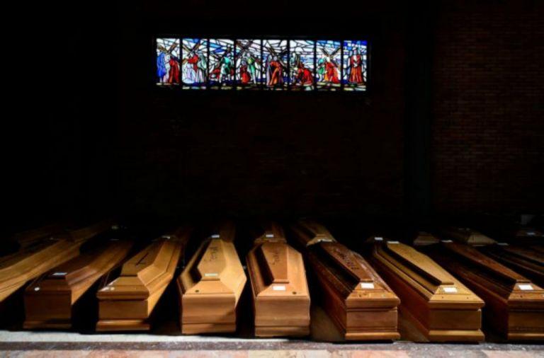 Θερίζει ο κοροναϊός: Πάνω από 18 χιλιάδες οι νεκροί   tanea.gr
