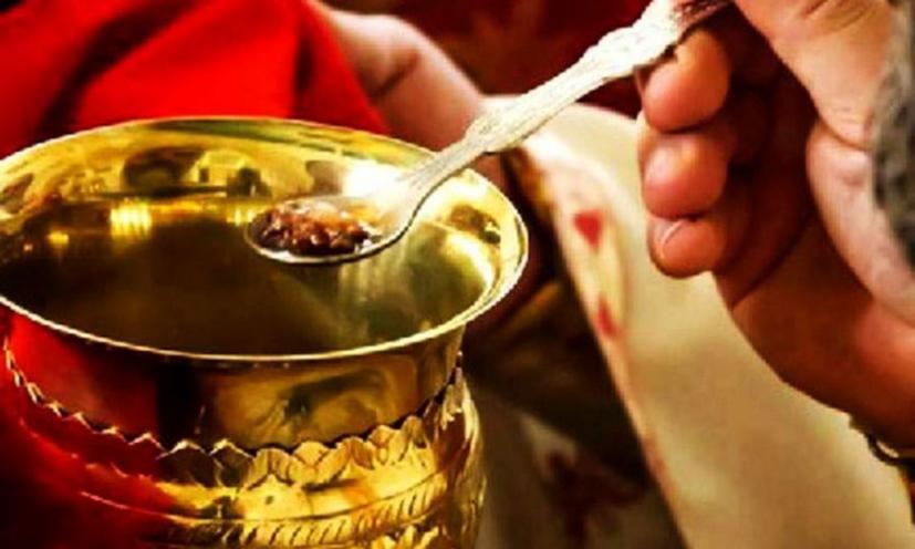 Κορωνοϊός : Μεταδίδεται με τη Θεία Κοινωνία; - ΤΑ ΝΕΑ