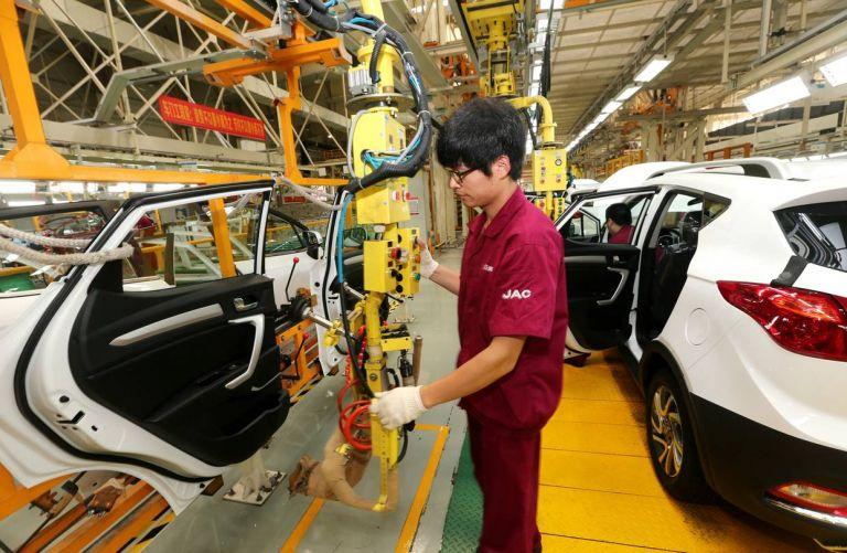 Ξεκινούν την παραγωγή αυτοκινήτων στην Κίνα μετά τον κορονοϊό | tanea.gr