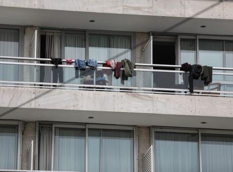 Κραυγή αγωνίας από τους έλληνες φοιτητές που ζουν απομονωμένοι σε ξενοδοχείο   tanea.gr