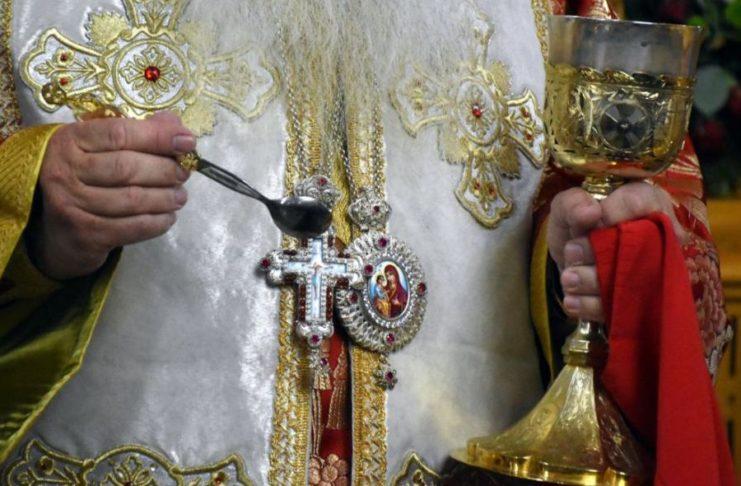 Απίστευτο περιστατικό στη Θεσσαλονίκη: Ιερέας κοινώνησε παιδιά χωρίς γονική συναίνεση | tanea.gr