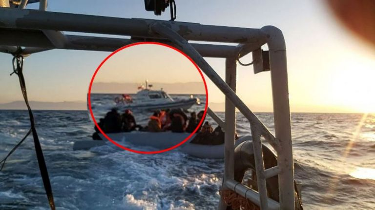 Τουρκική ακταιωρός συνοδεύει λέμβο με μετανάστες προς τα ελληνικά νησιά | tanea.gr