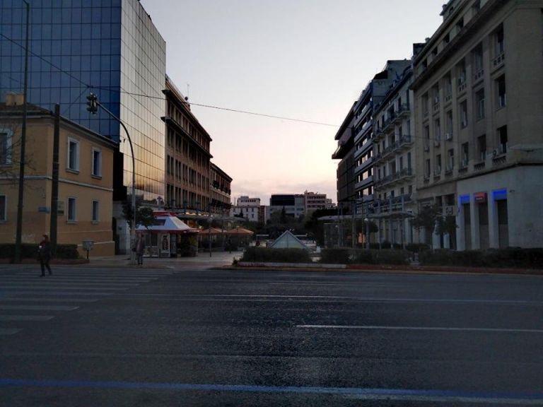 Κοροναϊός : Έρημο τοπίο η πρωτεύουσα λόγω των περιορισμών | tanea.gr