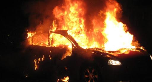 Μεγάλες ζημιές σε αυτοκίνητα από εμπρηστική επίθεση στην Πλατεία Βικτωρίας | tanea.gr
