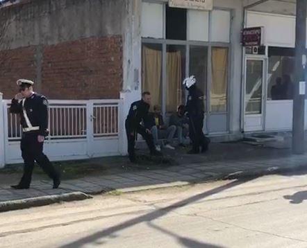 Ντοκουμέντο : Οι ελληνικές αρχές συλλαμβάνουν δύο μετανάστες στον Έβρο | tanea.gr