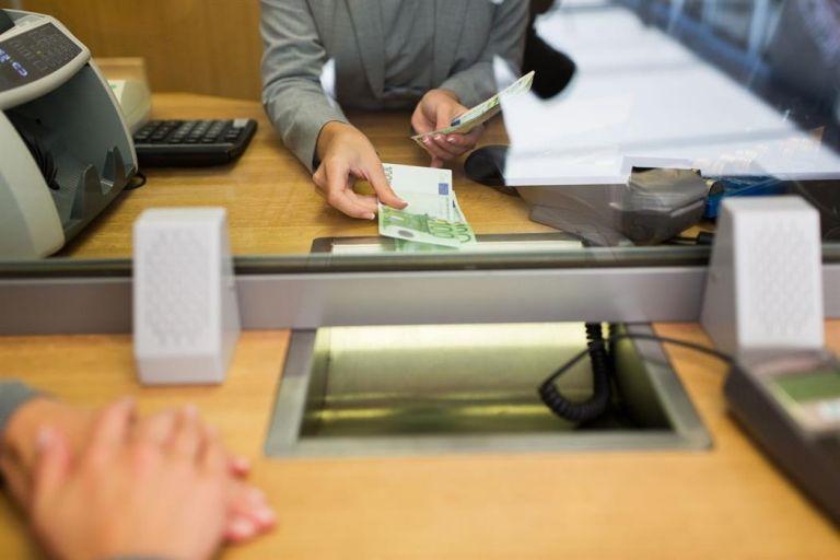 Με έλεγχο η ροή πελατών στα τραπεζικά καταστήματα από Δευτέρα | tanea.gr