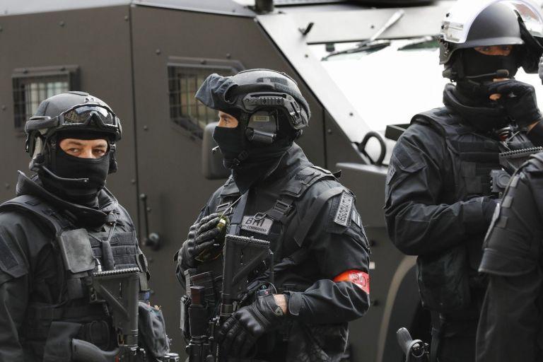 Γαλλία : Δύο νεκροί ύστερα από επίθεση με μαχαίρι στη μέση του δρόμου | tanea.gr