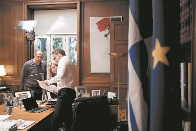 Σκηνές από την «αίθουσα του πολέμου»   tanea.gr