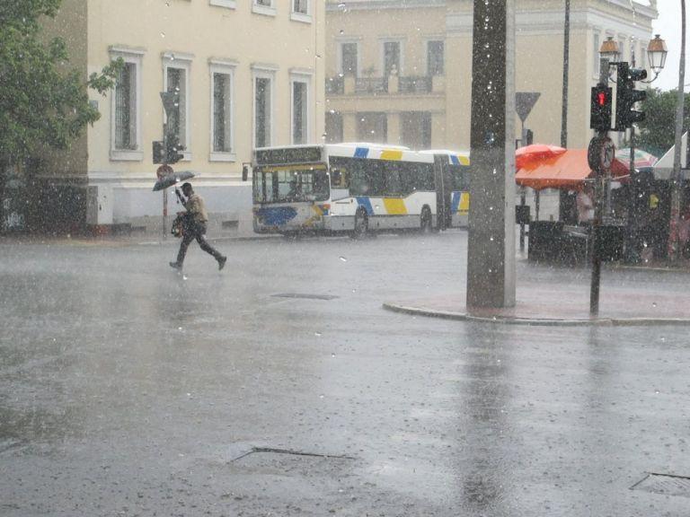 Καιρός : Βροχές και χαμηλές θερμοκρασίες και την Τρίτη   tanea.gr