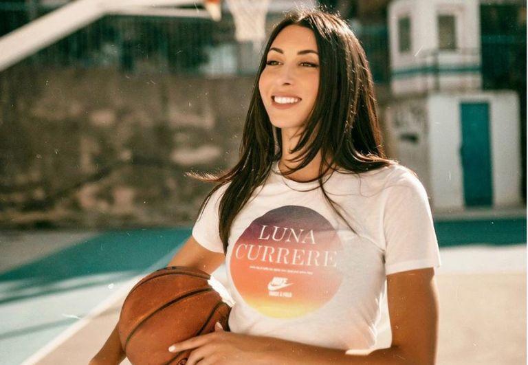 Ζωή Δημητράκου: Μας δείχνει πώς να κάνουμε γυμναστική στο σπίτι | tanea.gr