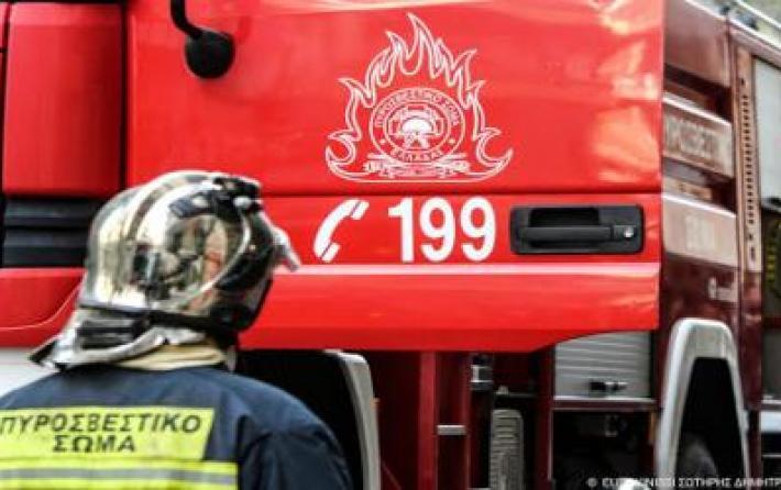 Πυρκαγιά σε σκάφος στο Μικρολίμανο | tanea.gr