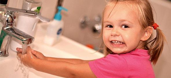 Πώς θα μάθετε στα παιδιά σας να πλένουν σωστά τα χέρια τους | tanea.gr
