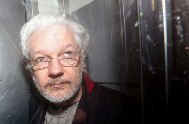 Ανησυχία WikiLeaks για Ασάνζ καθώς πέθανε συγκρατούμενός του από κοροναϊό | tanea.gr
