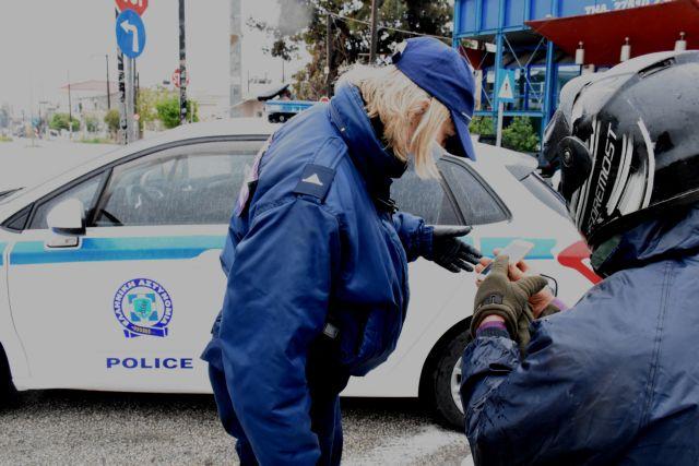 Απαγόρευση κυκλοφορίας: «Βροχή» τα πρόστιμα από το πρωί της Δευτέρας   tanea.gr