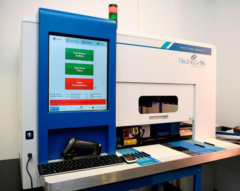 ΕΛΠΕ: Προσφορά υπερσύγχρονου συστήματος διάγνωσης για τον COVID-19 στον νοσοκομείο «Αττικόν» | tanea.gr