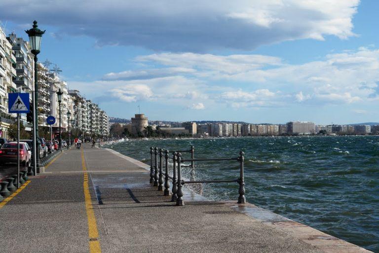 Δελφίνια στον Θερμαϊκό: Το αναπάντεχο θέαμα που αντίκρισαν οι Θεσσαλονικείς | tanea.gr