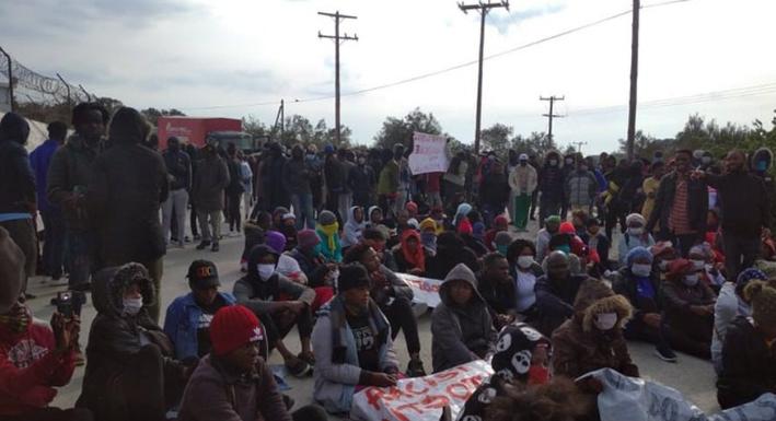 Μόρια: Την απομάκρυνσή τους από τη Μυτιλήνη ζητούν πρόσφυγες και μετανάστες   tanea.gr