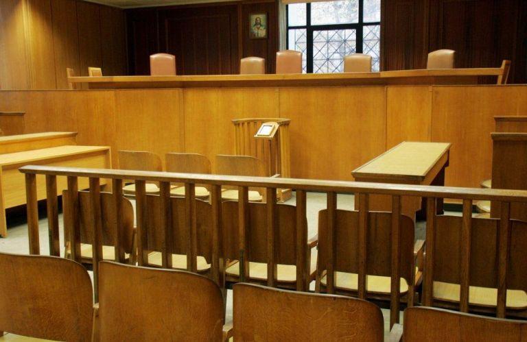 Σε αποχή προχωρούν οι δικηγόροι | tanea.gr