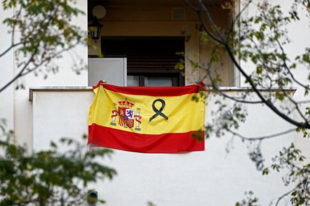Ισπανία : Το συγκινητικό «ευχαριστώ» γιατρών και νοσηλευτών στον ήρωα ταξιτζή   tanea.gr