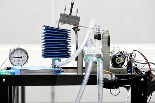 Βλάπτουν τους πνεύμονες των ασθενών οι αναπνευστήρες; Τι λέει Αμερικανός γιατρός | tanea.gr