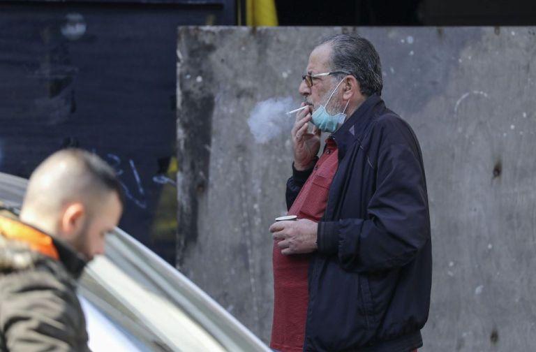 Κοροναϊός και κάπνισμα: Τα συμπτώματα και η πιθανότητα θανάτου | tanea.gr