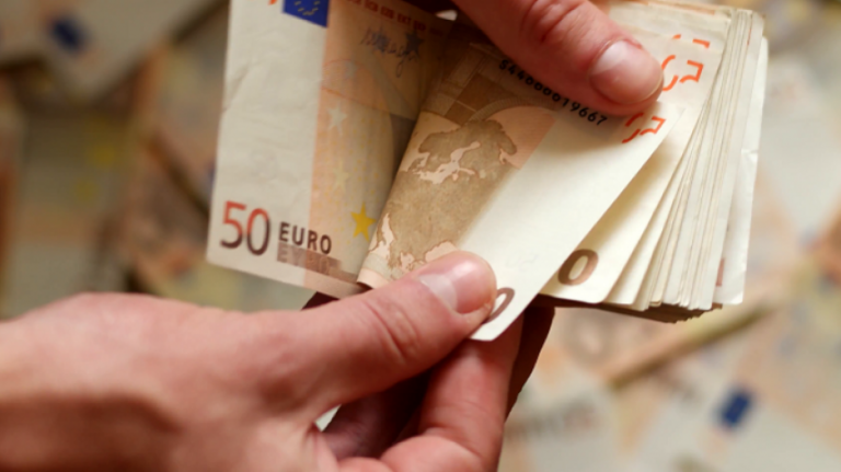 Επίδομα 800 ευρώ: Πότε θα καταβληθεί και ποια νέα επαγγέλματα εντάσσονται | tanea.gr