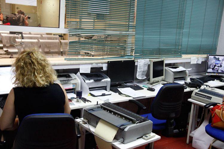 Αλλάζει το ωράριο των δημοσίων υπαλλήλων – Σε τρεις φάσεις η προσέλευση στο γραφείο | tanea.gr