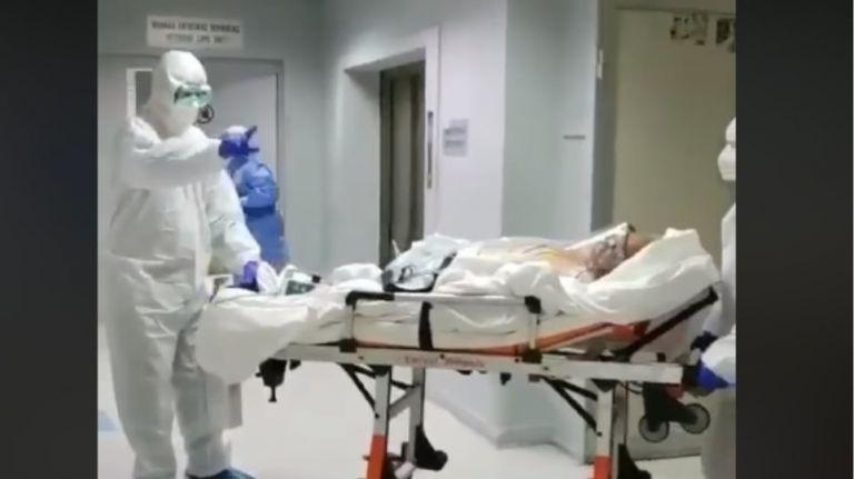 Κοροναϊός : Η συγκινητική έξοδος ασθενή από την ΜΕΘ στο «Ασκληπιείο Βούλας»   tanea.gr