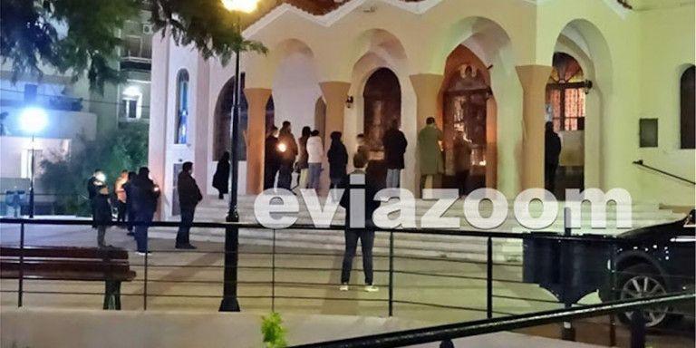 Κοροναϊός: Στη Χαλκίδα πιστοί αψήφησαν τα μέτρα και συγκεντρώθηκαν έξω από εκκλησία   tanea.gr