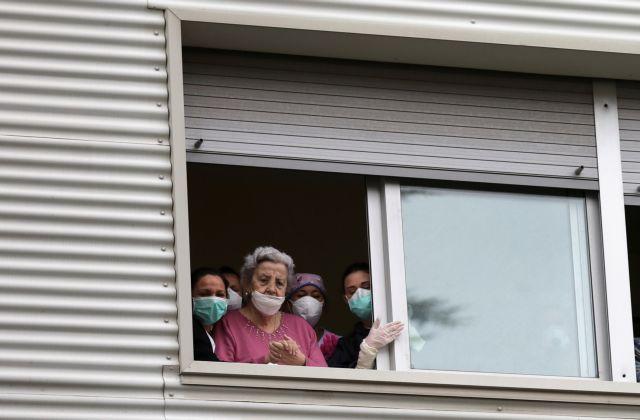 Κοροναϊός: Η παγκόσμια τραγωδία με τους θανάτους σε γηροκομεία | tanea.gr