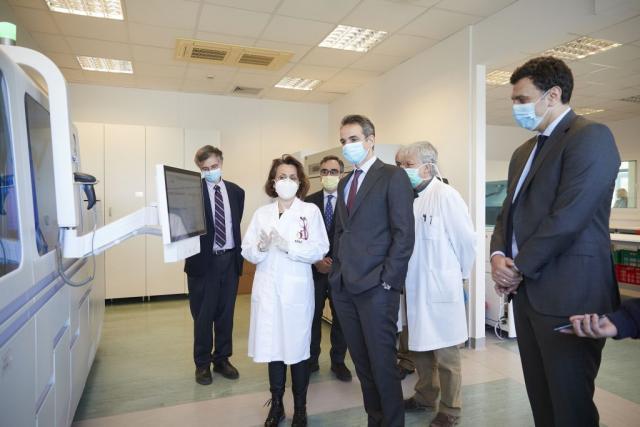Στο Εθνικό Κέντρο Αιμοδοσίας ο Μητσοτάκης – Τι είπε για τεστ και χαλάρωση των μέτρων   tanea.gr