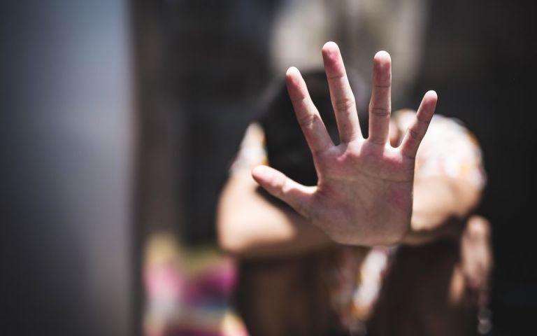 «Μένουμε σπίτι, δεν μένουμε σιωπηλοί» το μήνυμα της ΕΛ.ΑΣ για την ενδοοικογενειακή βία | tanea.gr