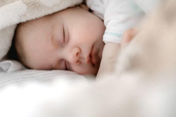 Τα συνηθέστερα λάθη που κάνουμε με τον ύπνο του μωρού | tanea.gr