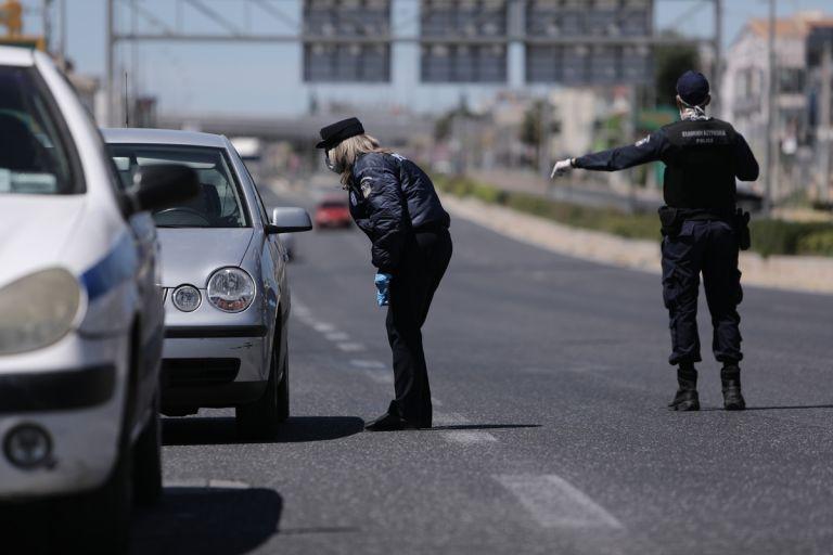 Δεκάδες οι παραβάσεις για άσκοπες μετακινήσεις την Κυριακή του Πάσχα   tanea.gr