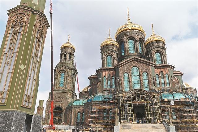 Στάλιν και Πούτιν «άγιοι» σε κολοσσιαία εκκλησία   tanea.gr