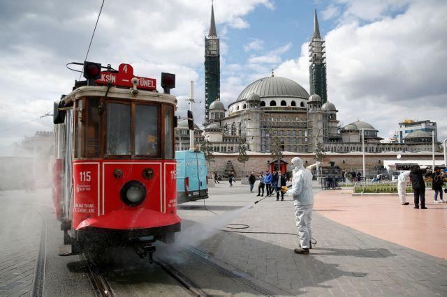 Γιατί δεν επιβάλλεται απαγόρευση κυκλοφορίας στην Τουρκία; | tanea.gr