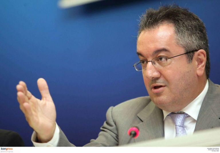 Μόσιαλος : Δεν τελείωσε ο κίνδυνος του κοροναϊού | tanea.gr