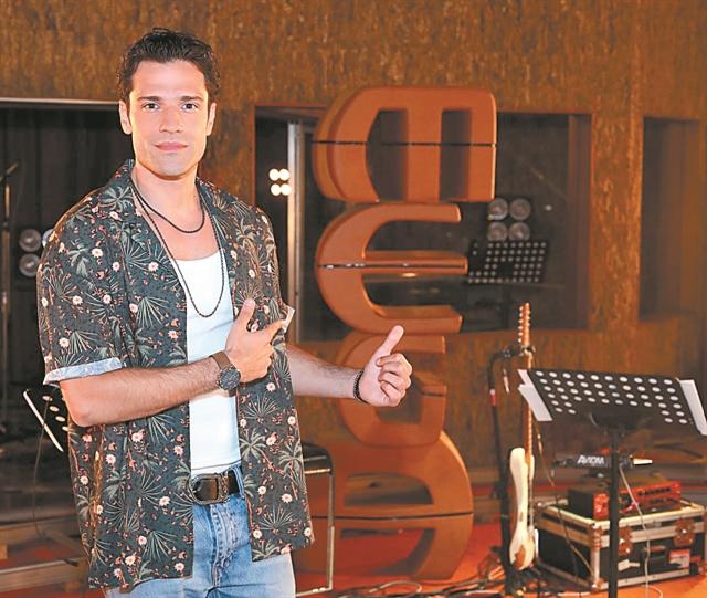 Ο Κωνσταντίνος Αργυρός «στο σπίτι» από το Mega, με νέο τραγούδι και δημοφιλείς καλεσμένους   tanea.gr