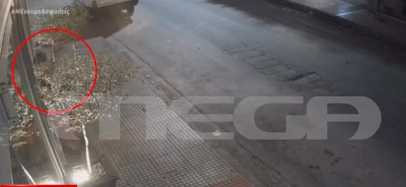 Αποκλειστικό MEGA: Ντοκουμέντο από τη διάρρηξη εστιατορίου στο Ίλιον | tanea.gr