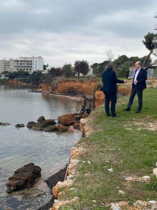 Στο Μάτι ο Χατζηδάκης – Προανήγγειλε Ειδικό Χωρικό Σχέδιο για τον οικισμό | tanea.gr