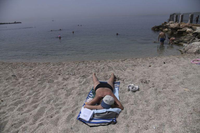 Καύσωνας και στη θάλασσα - Πώς εξηγούν οι μετεωρολόγοι το φαινόμενο | tanea.gr