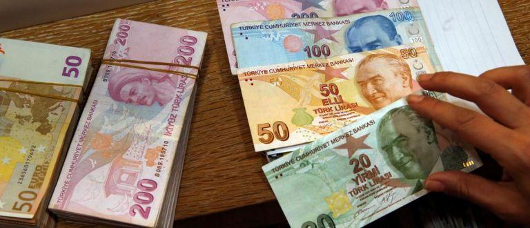 Σε ελεύθερη πτώση η τουρκική λίρα – Σε ιστορικό χαμηλό έναντι του δολαρίου | tanea.gr