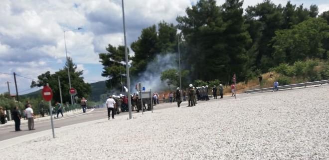 Μαλακάσα: Χημικά σε κατοίκους που διαμαρτύρονταν για τις δομές προσφύγων | tanea.gr
