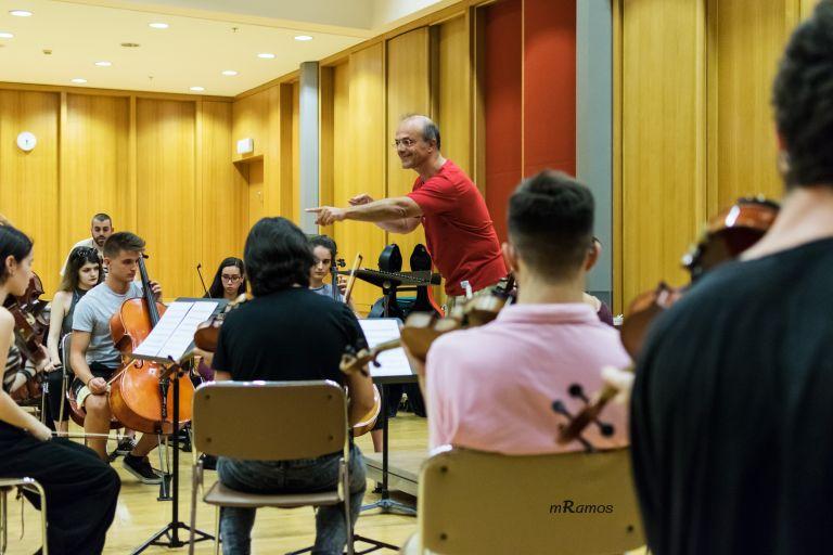 Η Τhe Underground Youth Orchestra στέλνει το πιο θετικό μουσικό μήνυμα εν μέσω πανδημίας | tanea.gr