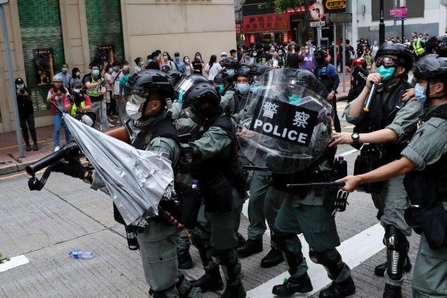 Χονγκ Κονγκ: Με δακρυγόνα η αστυνομία διέλυσε αντικυβερνητικούς διαδηλωτές | tanea.gr