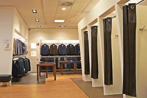 Πώς θα αγοράζουμε πλέον ρούχα - Ολα τα μέτρα προστασίας στα καταστήματα | tanea.gr
